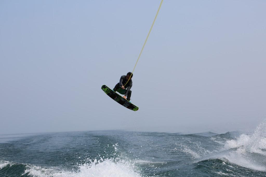 琵琶湖でウェイクボード