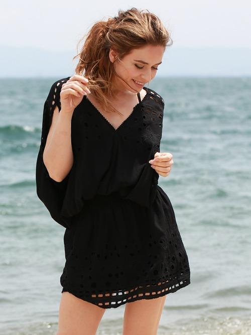 水着の上にサラッと羽織りたいリゾートファッション