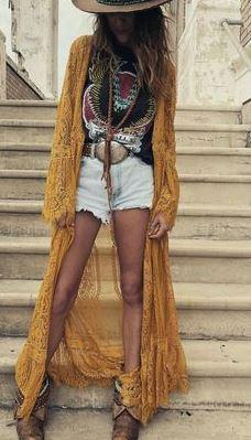 ゆるシルエットのロング丈カーディガンの羽織りものでボヘミアンコーデ